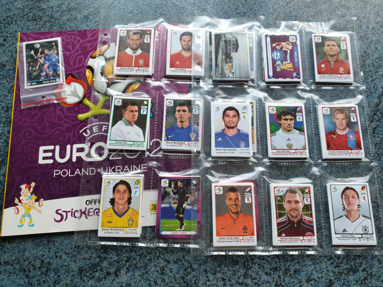 Panini Euro 2012 inter. Set complet 540 images +extra Stickers
